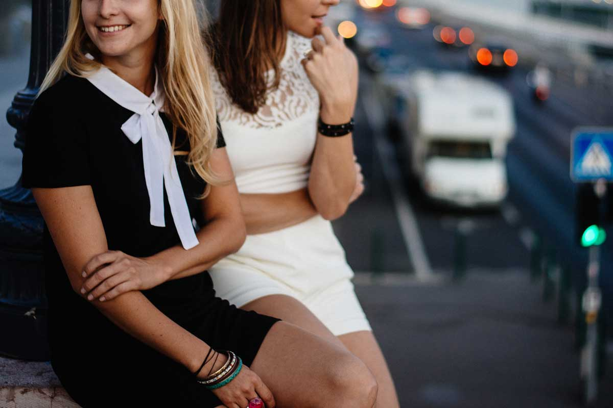 Fake Friends: How To Spot, Drop & Move On From A Fake Friend